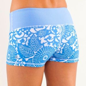 Lululemon Shorts Beachy Floral Boogie Blue & White